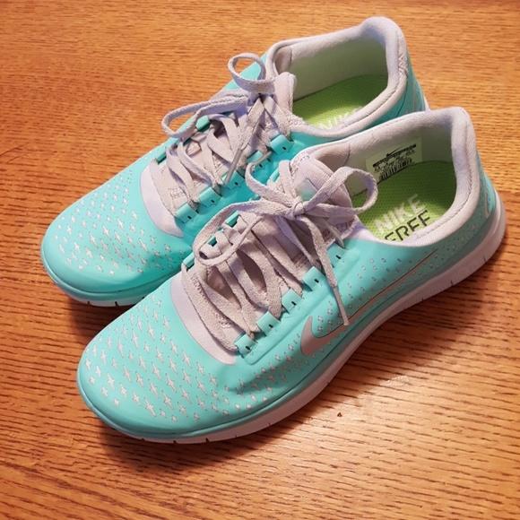 60b63fdd2f5 Fake Nike shoes I think